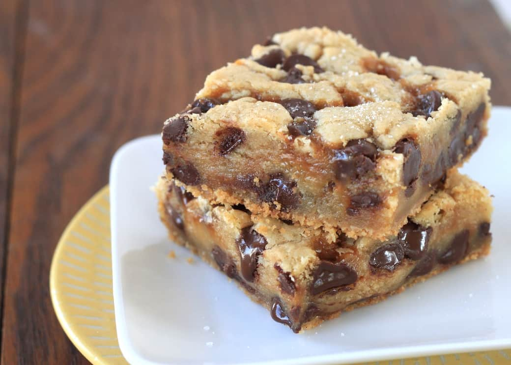 salted caramel chocolate chip cookie bars | greens & chocolate
