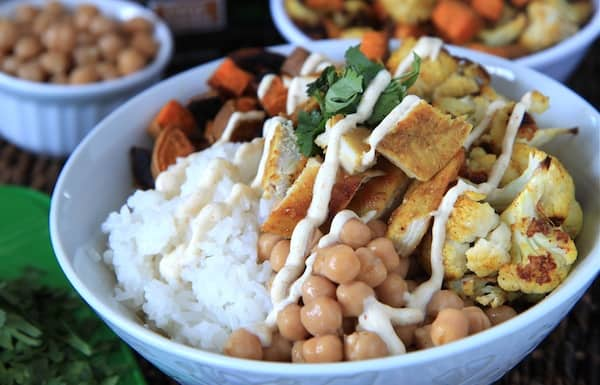 Indian curry chicken bowls with curry yogurt sauce greens chocolate indian chicken bowls forumfinder Choice Image