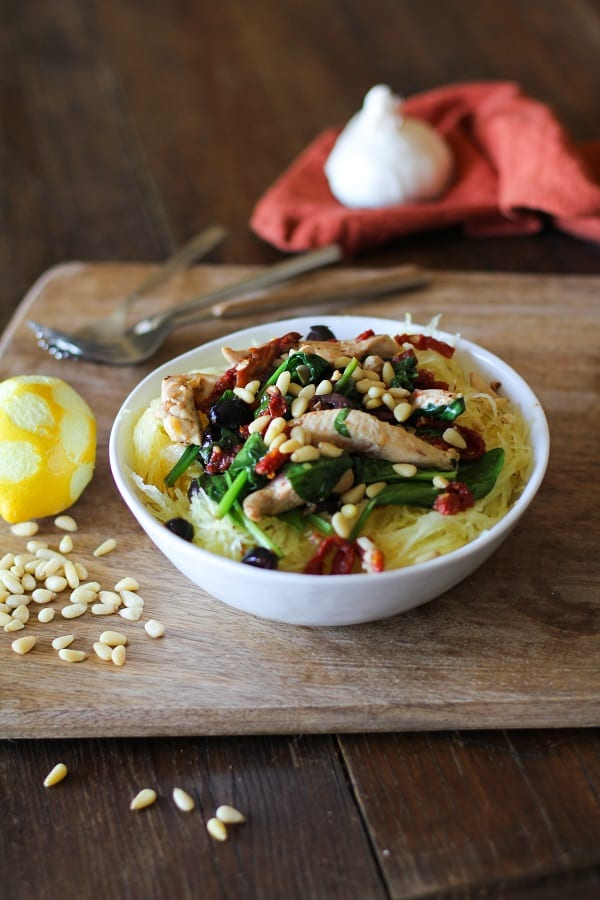greek_spaghetti_squash_with_chicken_spinach_kalamata_olives_and_sun_dried_tomatoes_4