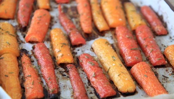 honey and rosemary roasted carrots | greens & chocolate