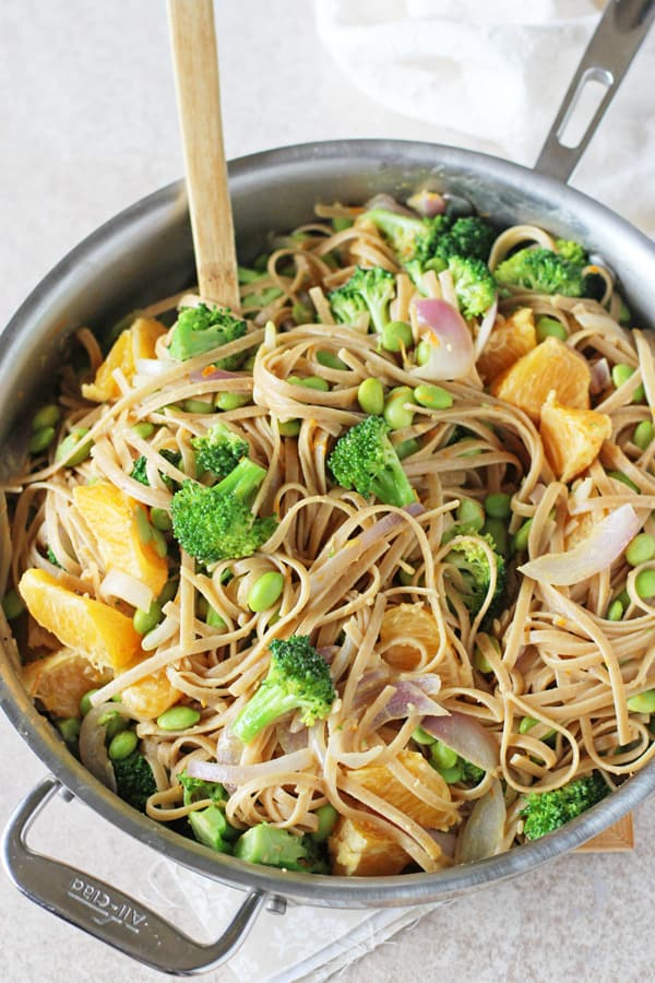 Orange_broccoli_noodle_bowls