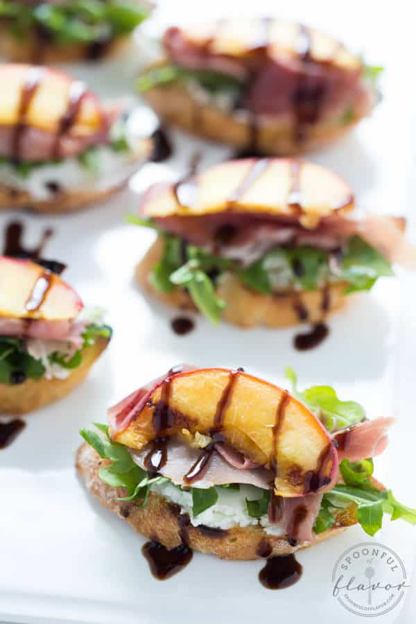 Grilled-Peach-Crostini_8586