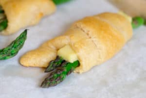 Cheesy Asparagus Crescent Roll Bundles