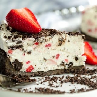 No Bake Strawberry Oreo Pie